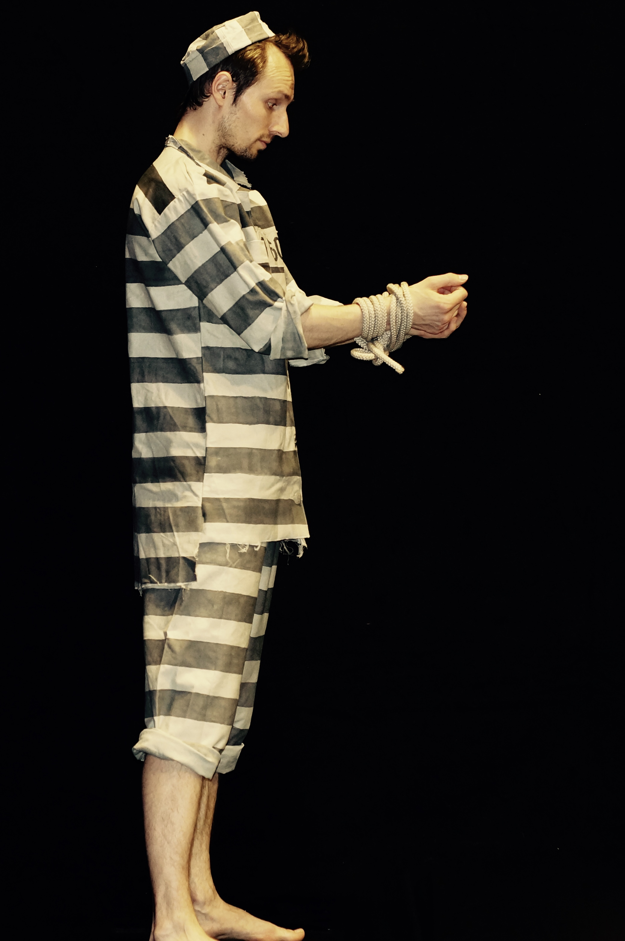 Prisoner juggling 1